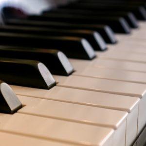 Où prendre des cours de piano à La Rochelle