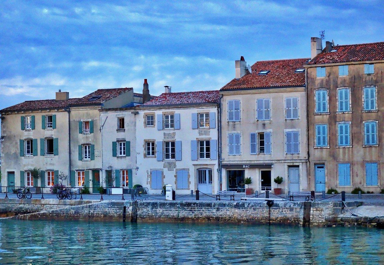 Où trouver un modèle de contrat de location pour louer la saison à La Rochelle ?